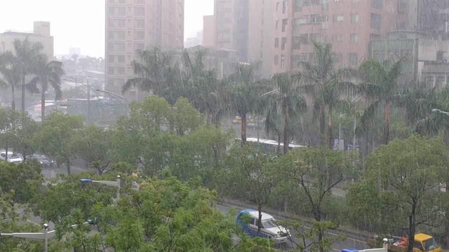 白鹿颱風直撲台灣東南部而來,台東縣首當其衝,風雨也最強(示意圖,非當地照片)。(資料照/廖德修攝)