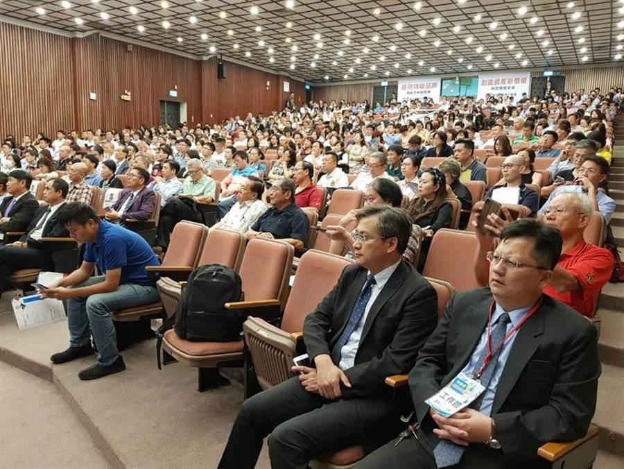 南台灣商用不動產龍頭富住通23日下午舉辦「南台灣商用不動產論壇」,吸引房地產、產業、以及金融業者400多人與會。(圖/顏瑞田)
