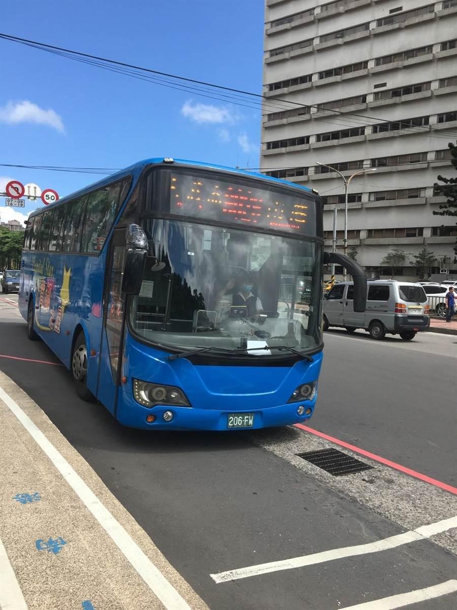 基隆市第一條跳蛙公車「安樂、內湖線」9月通車,將由基隆客運經營。(許家寧翻攝)