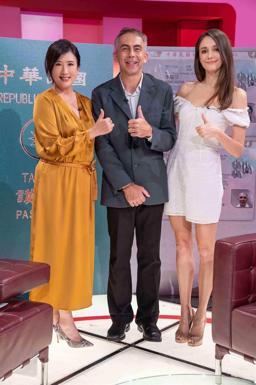 馬培德醫師與瑞莎一起上《TVBS看板人物》接受方念華專訪。(TVBS)