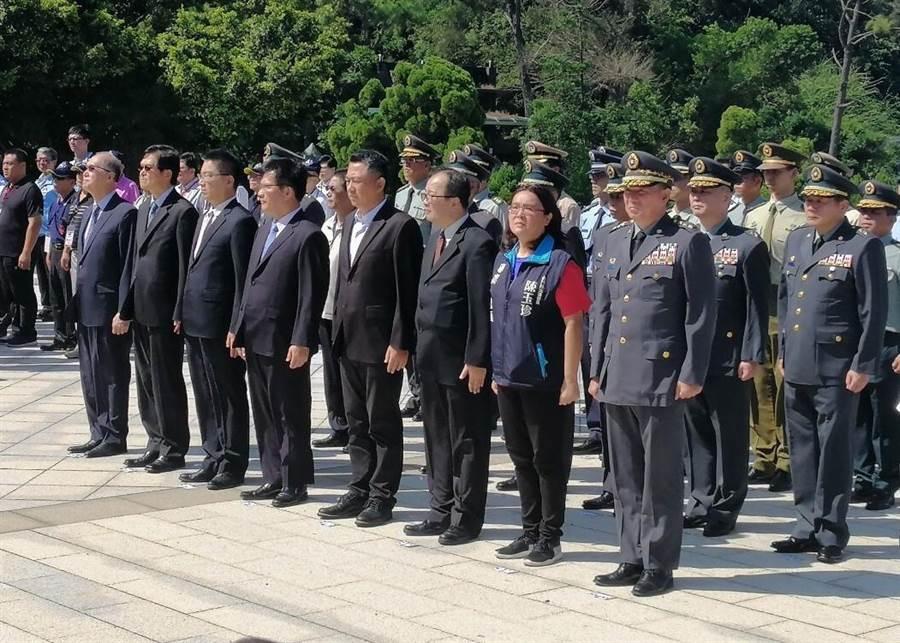 立委陳玉珍今天一早在金門參加太武山公墓追悼「823炮戰」英靈活動。(陳玉珍立委辦公室提供)