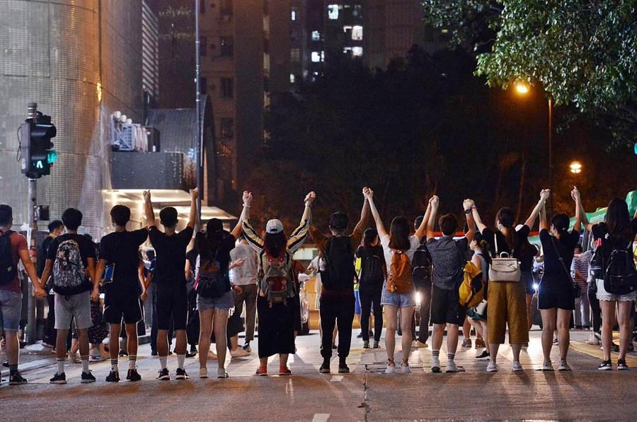 香港多區出現人鏈(翻攝自星島網)