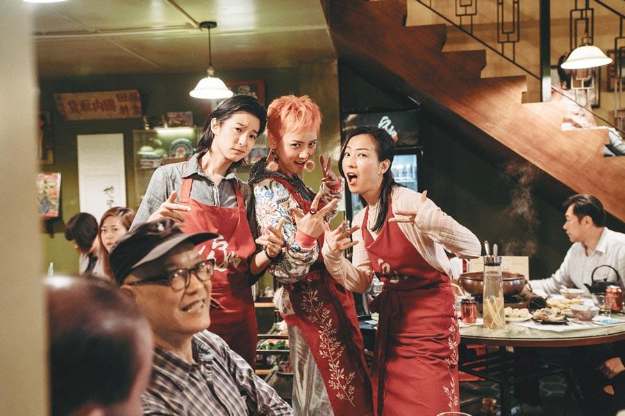 鄭秀文(右起)和李曉峰、賴雅妍戲外也像姊妹般相處。