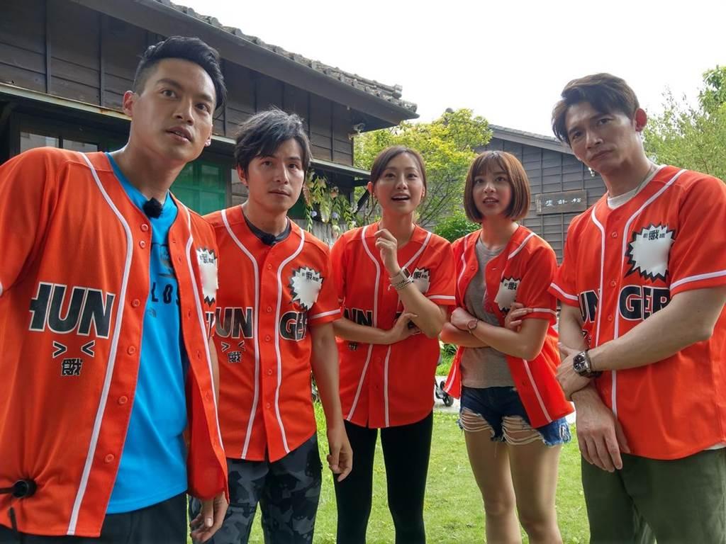 溫昇豪(右起)首次參加《飢餓遊戲》,和蔡祥、璟宣、孫協志、許孟哲在新竹闖關。(中視提供)