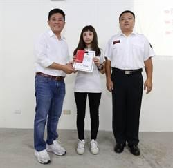 鼓勵新竹市消防、義消子女就讀大學 海霞教育基金會頒發獎學金