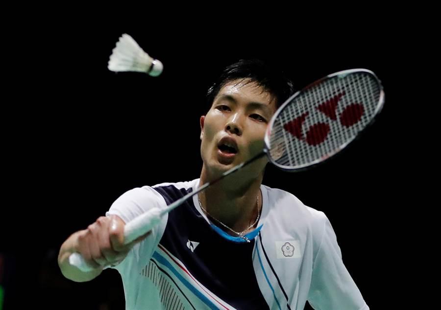 周天成在中國公開賽男單8強對決安東森。(路透資料照)