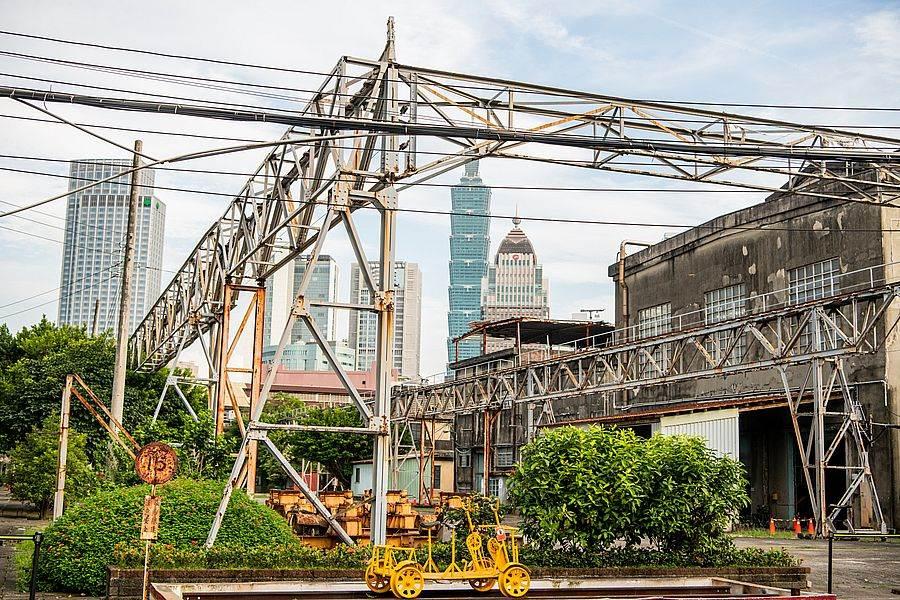 西露天吊車台連結各廠房運輸功能。(圖取自文化部官網)