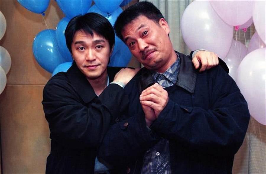 網友發現旺董有像港星吳孟達(右)。
