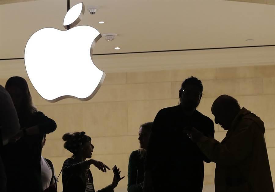 贸易战恶化,苹果股价大暴跌。(美联社)