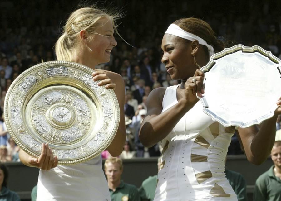 莎拉波娃(左)2004年溫網打敗小威廉絲。(美聯社資料照)