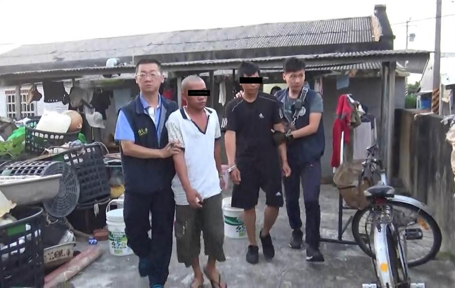 移民署南市專勤隊在七股區一處民宅查獲8名師連外籍移工。(莊曜聰翻攝)