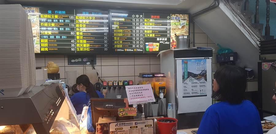 藍蜻蜓是少數有營業的店家。(楊漢聲攝)