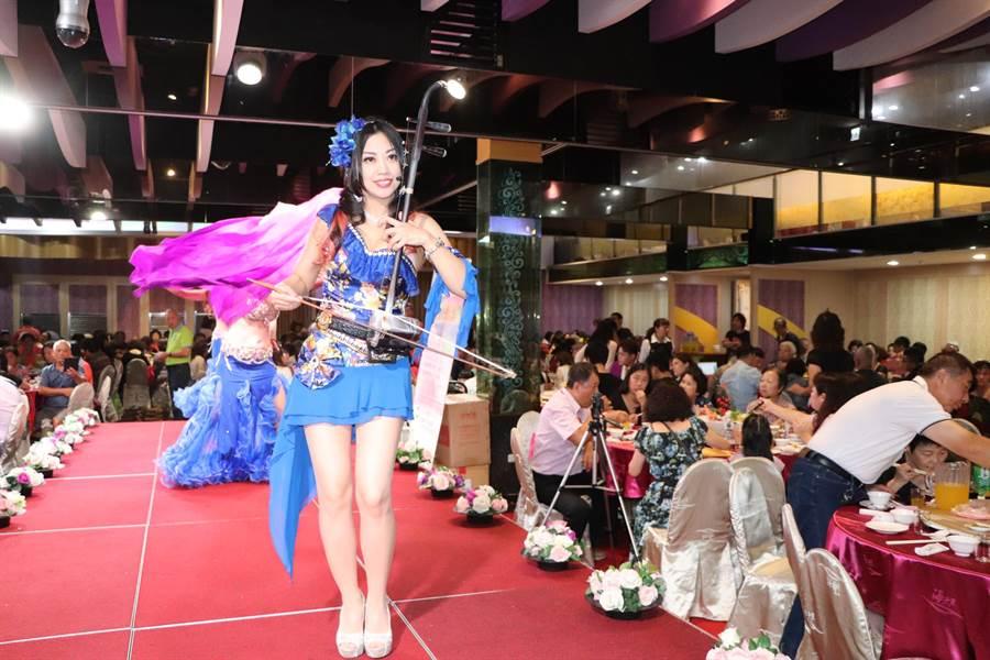 台北市老年健康慈善協會與中國時報24日晚上舉辦「我愛爺奶關懷一生公益演唱會」。(吳亮賢攝)