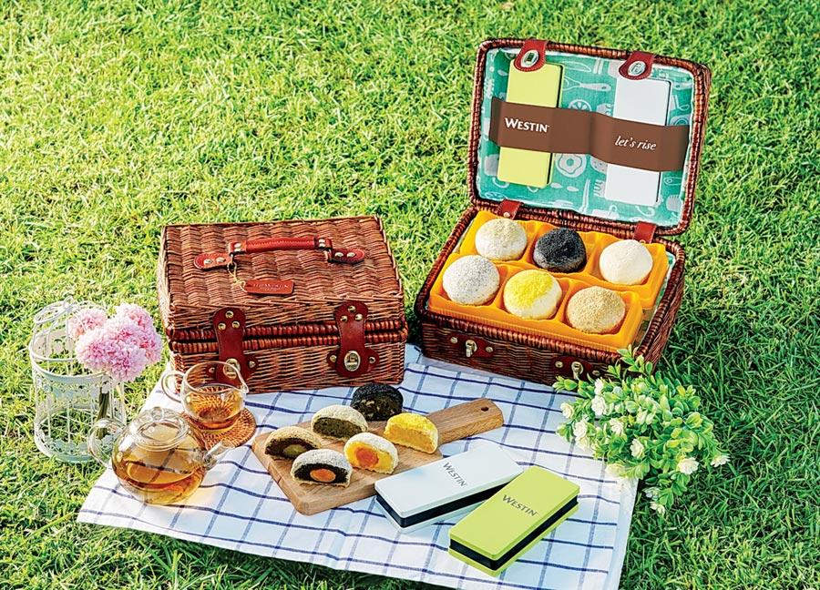桃園大溪笠復威斯汀度假酒店今年以「野餐籃」為主題,推出具收納功能的月餅禮籃。圖/桃園大溪笠復威斯汀度假酒店