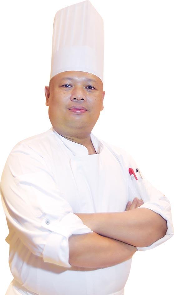 吉隆坡君悅酒店館內著名馬來西亞料理餐廳〈JP teres〉副主廚Mohamad Nazib Bin Omar帶隊客座台北君悅〈凱菲屋〉,共 準備了近40道馬國特色風味美餚讓客人吃到飽。圖/姚舜