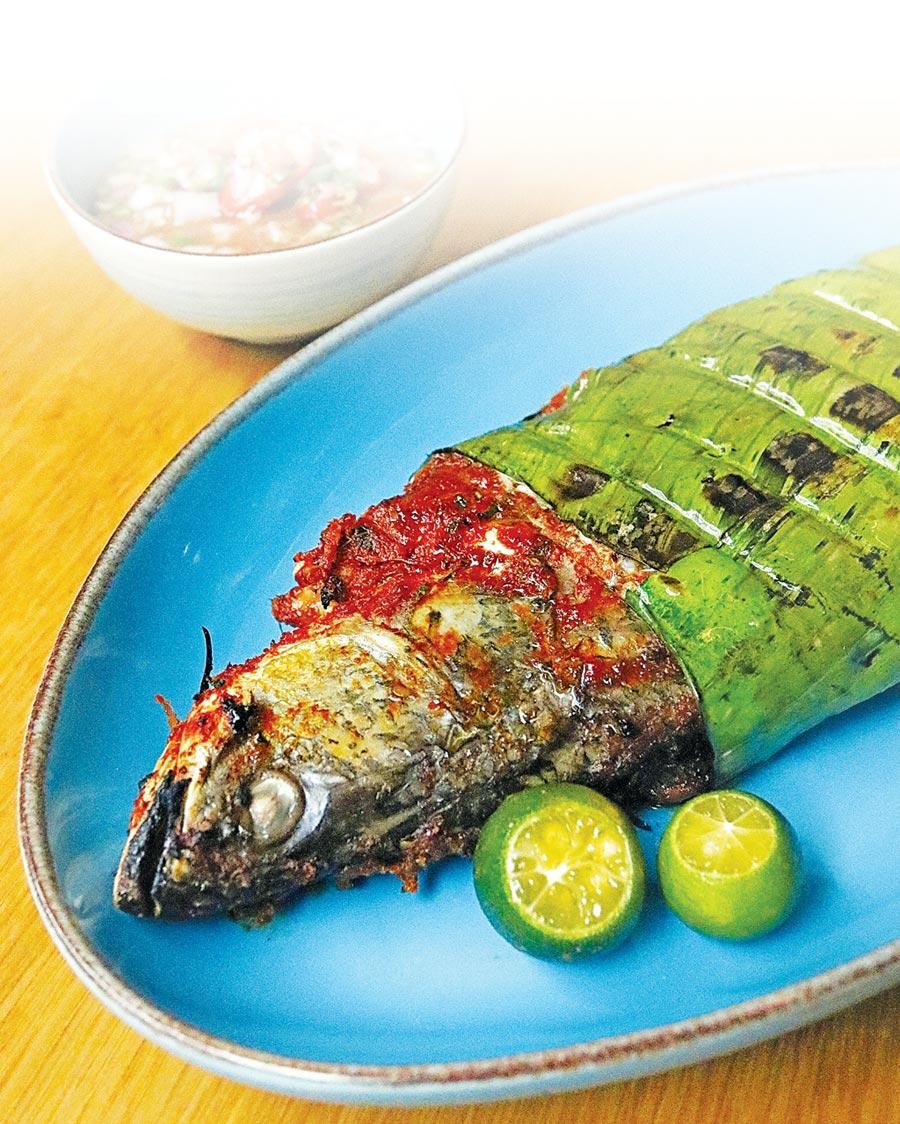 〈凱菲屋〉自助餐廳舉辦「馬來西亞靚麗食尚」,食客可以嘗到〈馬來風味烤魚〉。圖/台北君悅酒店