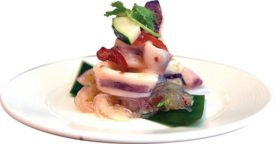 馬來西亞的〈鮮魷沙拉〉,酸辣滋味很帶勁,夏天吃來很開胃且消暑。圖/姚舜