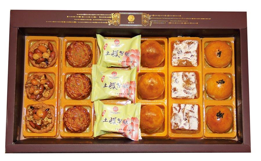順成蛋糕除了蛋黃酥、鳳梨酥、與廣式月餅,在禮盒裏放入堅果塔與夏威夷塔,受到消費者的喜愛。圖/順成蛋糕提供