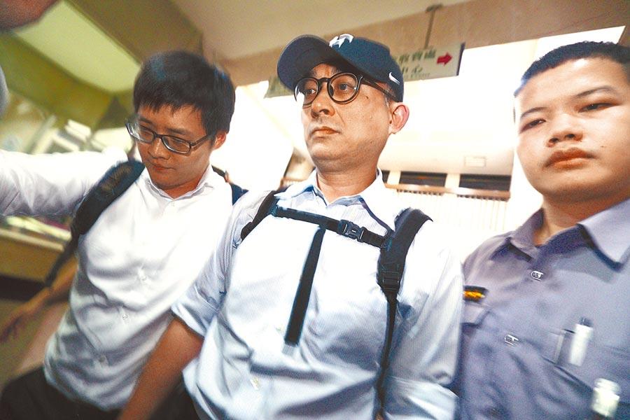 華航前副總理邱彰信(中)是民進黨立委邱議瑩的弟弟,也是此波被起訴華航被告中層級最高。(本報資料照片)