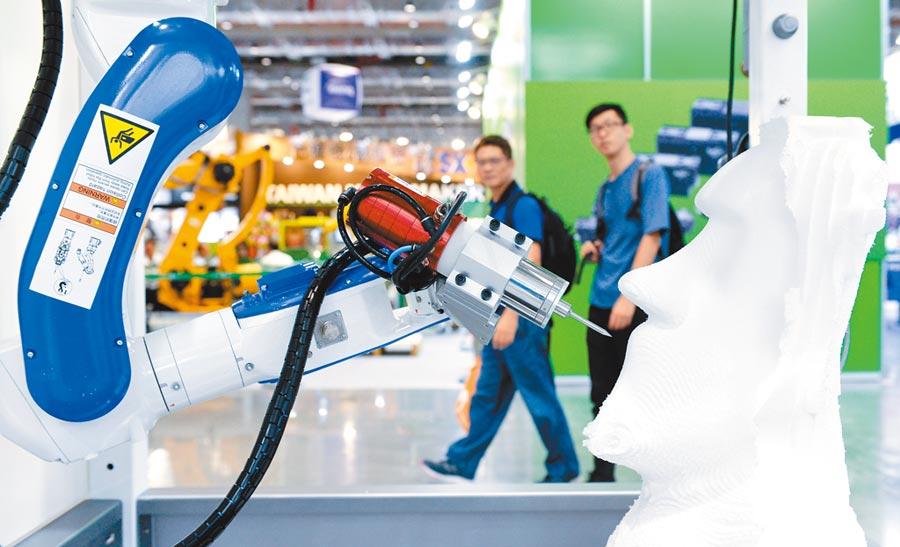 亞洲工業4.0暨智慧製造系列展登場,展出工業機械手臂、機械手臂關鍵零組件、工業物聯網、工業自動化軟體、機器視覺檢測與AI人工智慧等產業核心主題。(王德為攝)