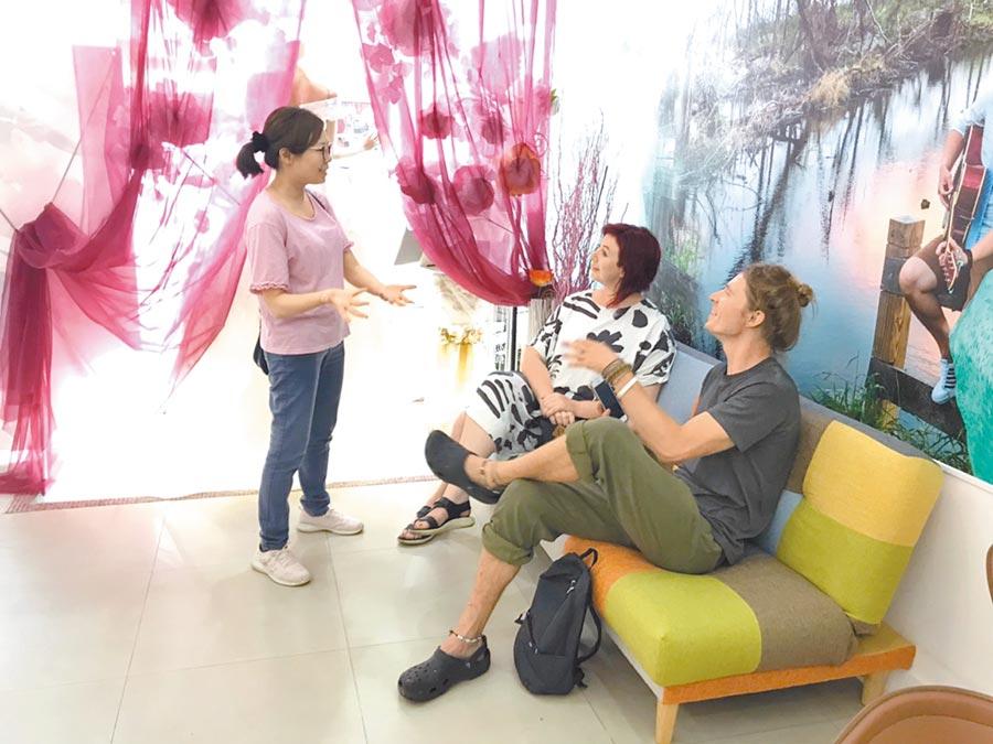 台東縣政府近年來積極發展國際藝文交流,邀請國際新銳藝術家到台東駐村創作。(楊漢聲翻攝)