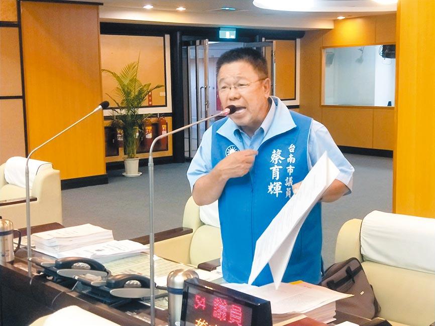 國民黨台南市議員蔡育輝要求市府行政中立。(洪榮志攝)