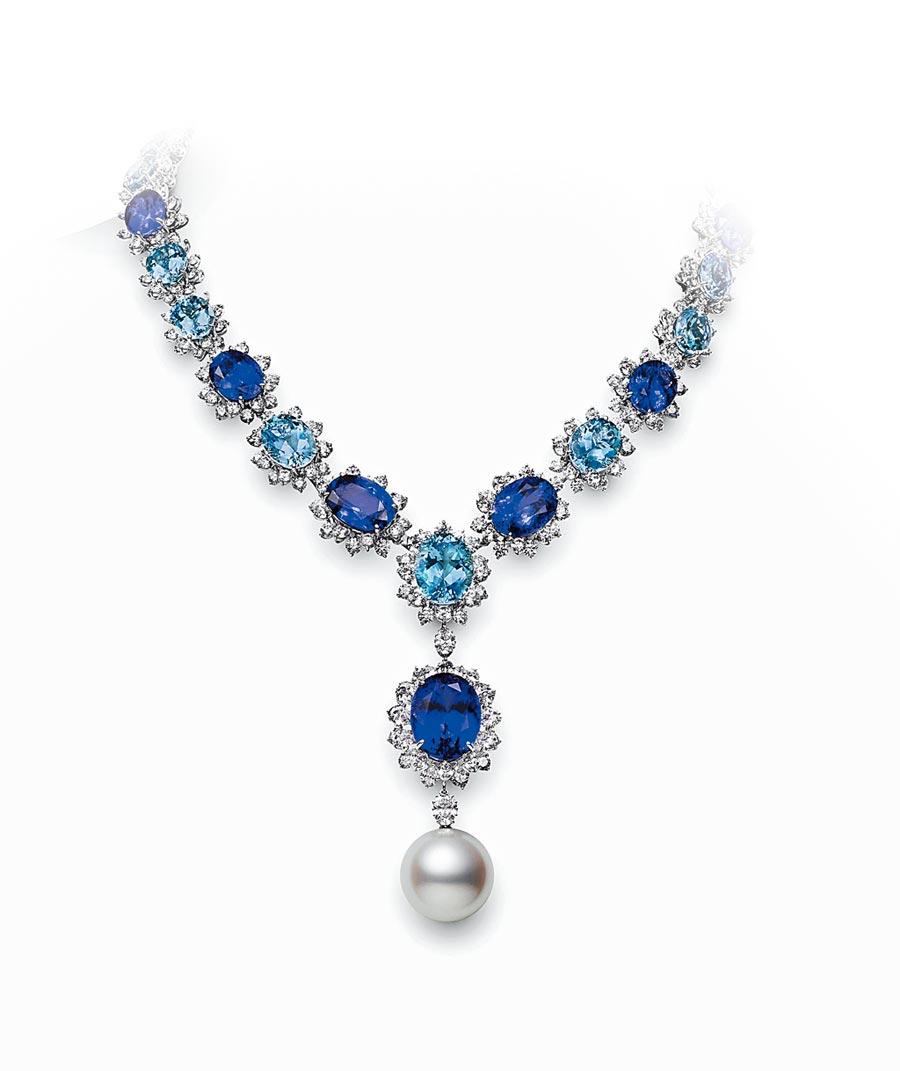 MIKIMOTO在台北101展出3億頂級珠寶,其中最貴的是這條18.7mm南洋珍珠的丹泉石藍寶項鍊,約2250萬元。(MIKIMOTO提供)