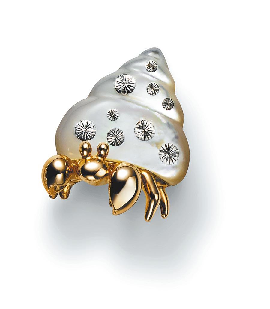 MIKIMOTO寄居蟹造型胸針,6萬3000元。(MIKIMOTO提供)