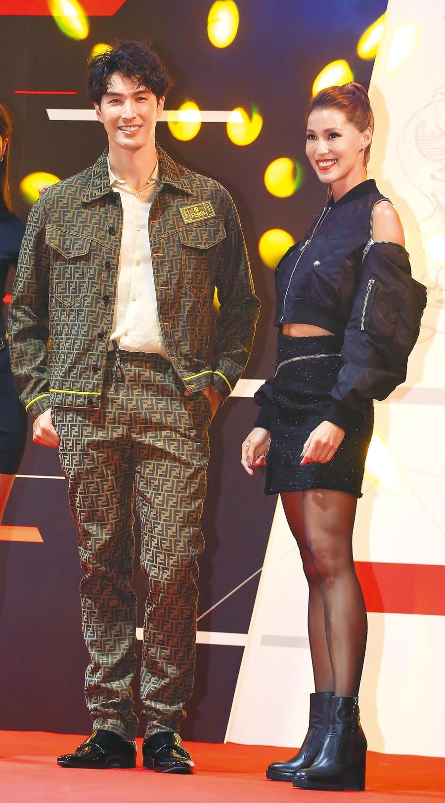 錦榮穿FENDl男裝、Akemi穿 alexanderwang搖滾風勁裝,穿出不同風格的情侶裝。(陳俊吉攝)