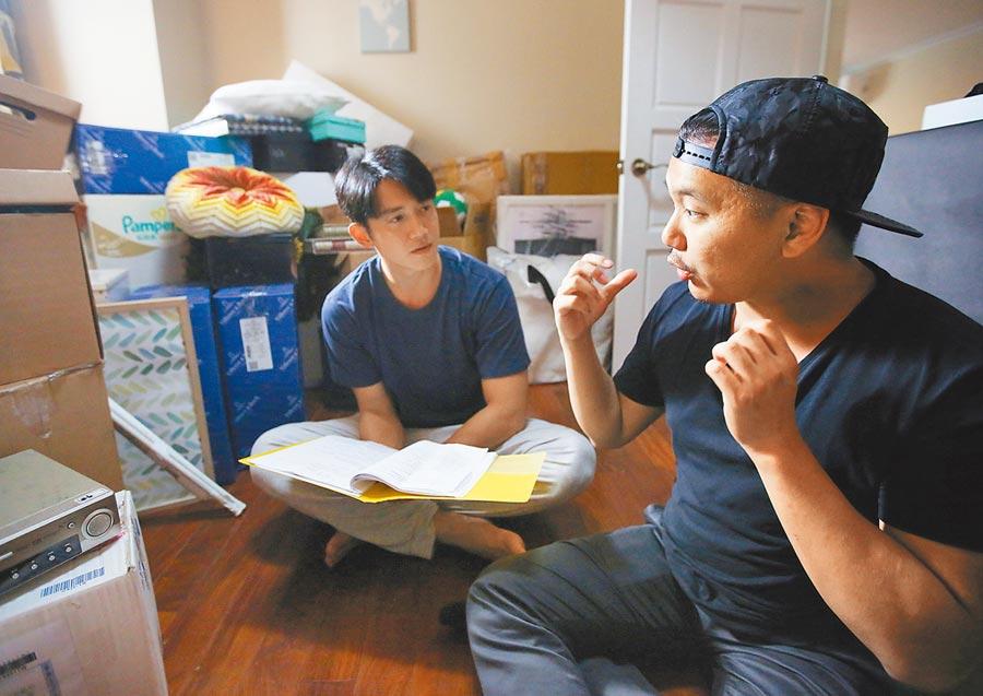 王鼎霖(右)感謝吳慷仁信任他,兩人至今仍保持聯繫。(資料照片)