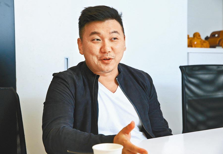 王鼎霖執導的首部院線片將上映,他形容電影是好萊塢風格包裝台灣本土文化。(粘耿豪攝)