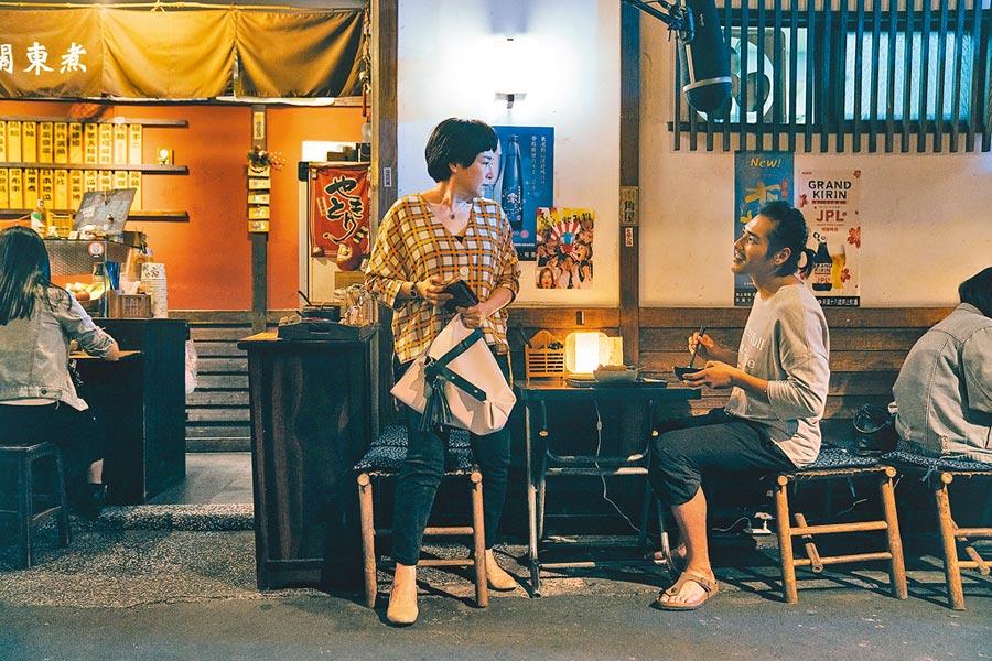 藍正龍(右)跟恬妞在《傻傻愛你,傻傻愛我》首度合作。
