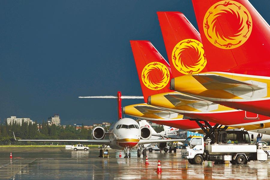 大陸有望超越美國,成為全球最大民航市場。圖為成都航空客機。(中新社資料照片)
