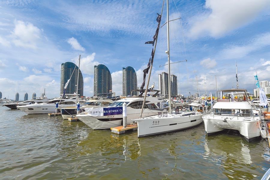 6月20日,海南省政府公布《中國(海南)自由貿易試驗區瓊港澳遊艇自由行實施方案》。資料圖為三亞鴻洲國際遊艇會碼頭。(中新社)