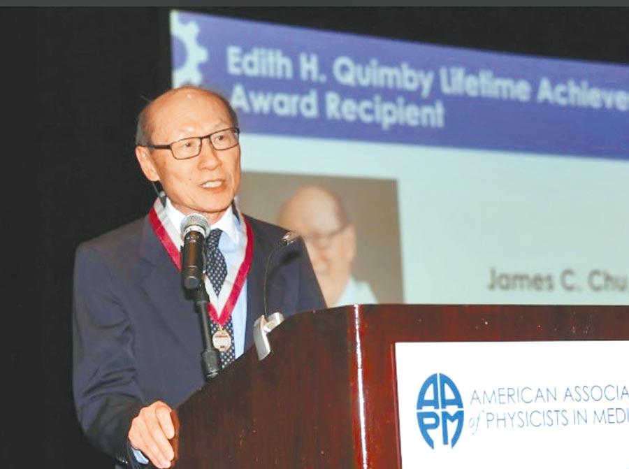 朱建華榮獲2019年埃迪特昆比終身成就獎的肯定。(朱建華提供)