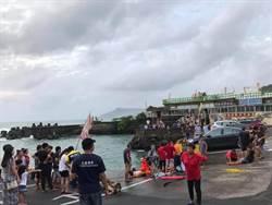 屏東休旅車摔落港 2歲嬰兒載浮載沉