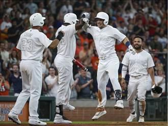 MLB》黑白球衣醜哭 大聯盟被罵翻