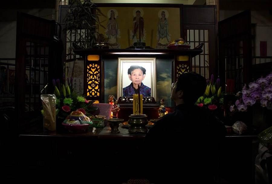 劉瑩惟在臉書公布快樂嬤過世消息,粉絲不捨。(照片來源:《6YingWei快樂姐》臉書粉絲專頁)