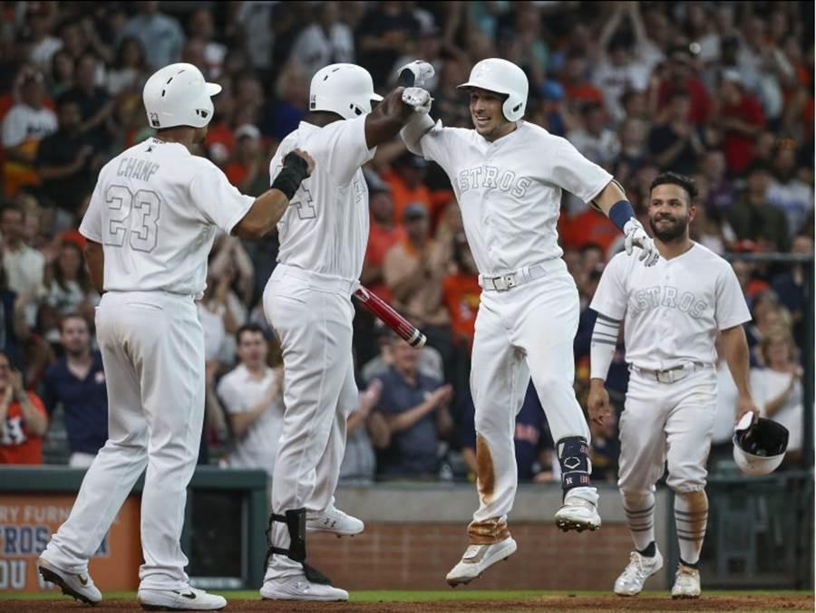 太空人球員穿白色球衣。(路透)