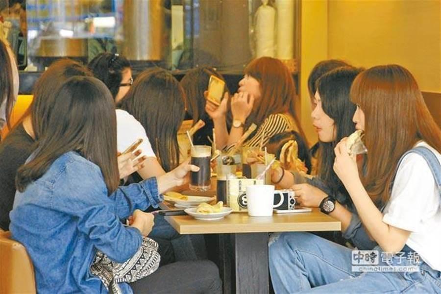 很多人覺得早餐店好賺而躍躍欲試,但有網友指出,現在進場來不及了。(圖/報系資料照)