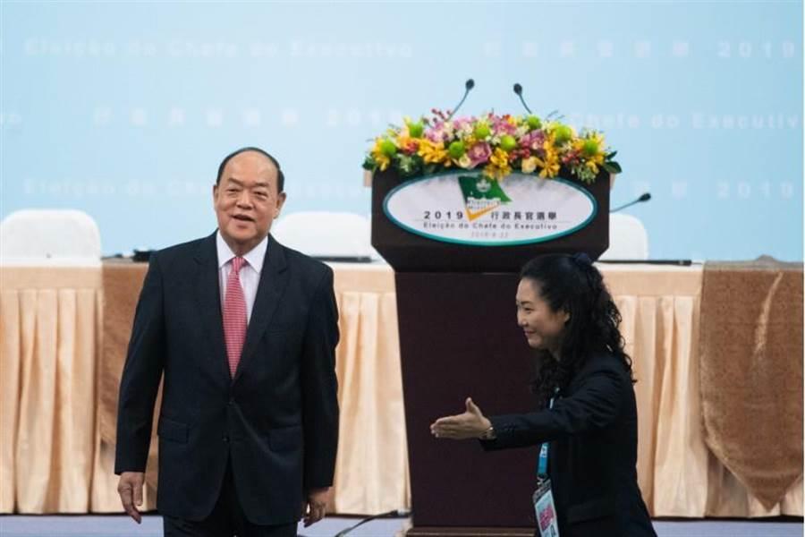 賀一誠獲得392張有效選票,當選為第五任行政長官人選。(新華社)