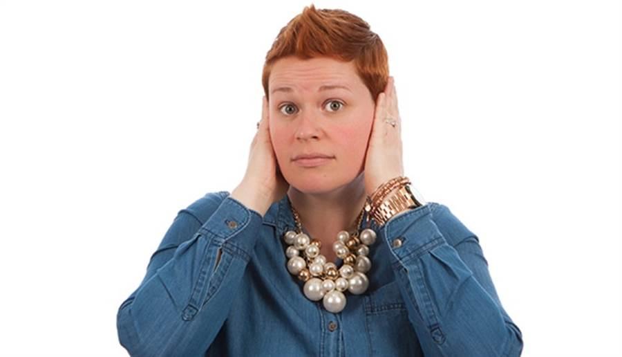 耳鳴多半被視為一種症狀,可能是許多疾病或狀況所引起。(圖/pixabay)