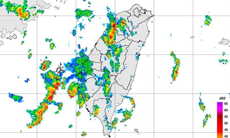 對流雨彈來襲再擴大!桃竹苗8縣市大雨特報。(圖/氣象局)