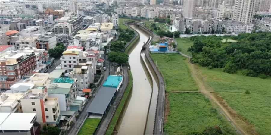 韓粉在TouTube上傳高雄曹公新圳清淤成果。(圖/取自YouTube截圖)