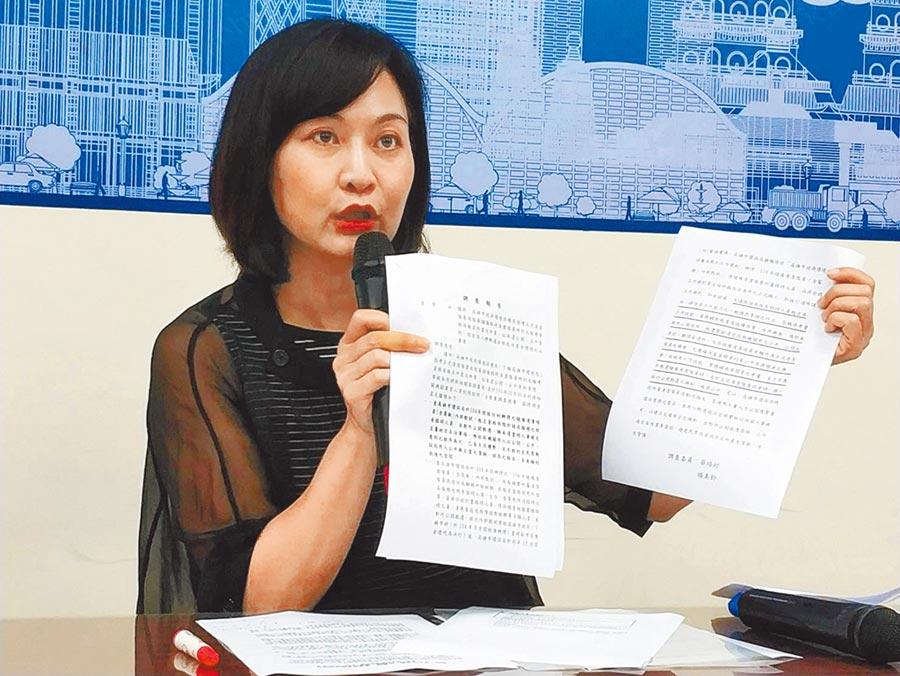 高雄巿議員陳麗娜因為日前公開質疑高巿府環保局清潔隊員招考的加分機制,傳出因此接到恐嚇信。(曹明正攝)