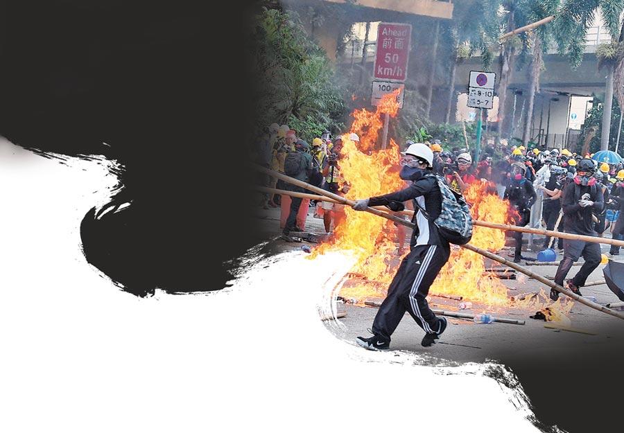 香港警方24日於觀塘偉業街一帶驅散堵路示威者,期間有示威者投擲燃燒彈及磚頭,警方多次警告後施放催淚彈驅散。(中新社)