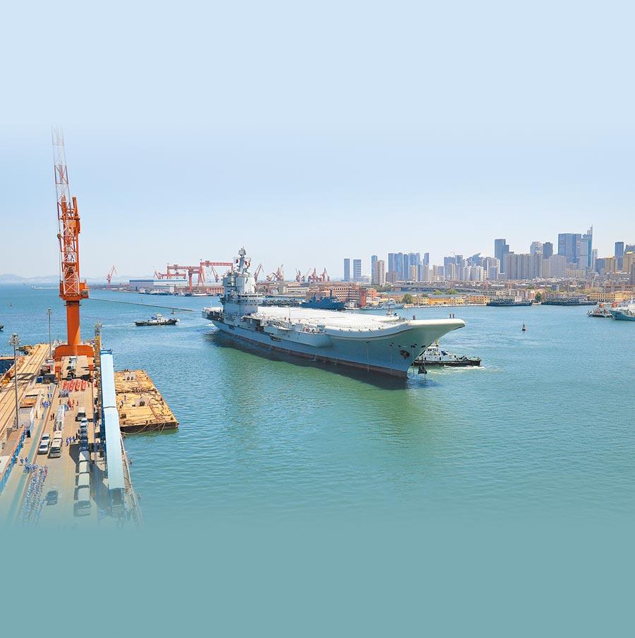 2018年5月18日,大陸第二艘航母完成首次出海試驗任務,返抵大連造船廠碼頭。(CFP)