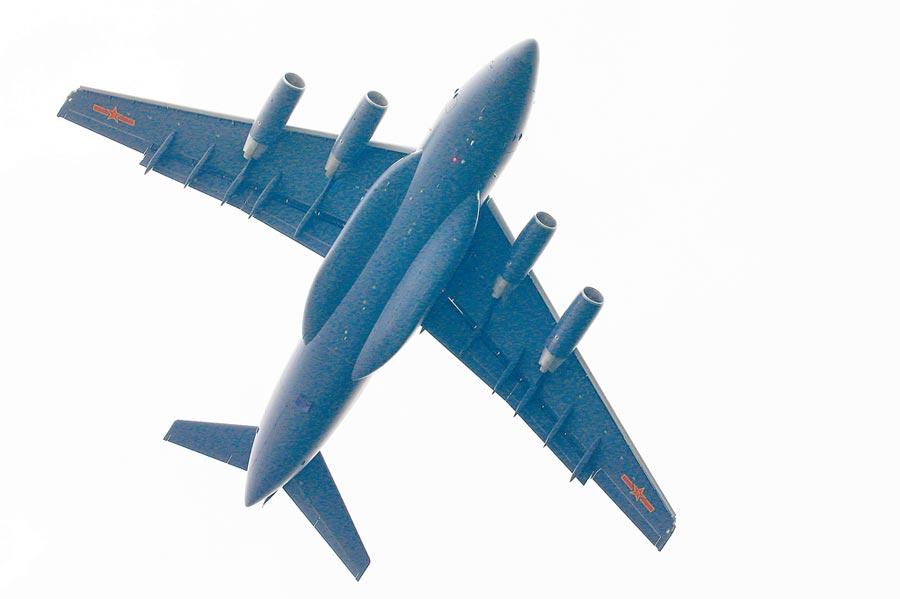 解放軍運-20正在飛行。(新華社資料照片)