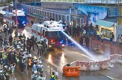 首次開槍示警 港遊行爆衝突
