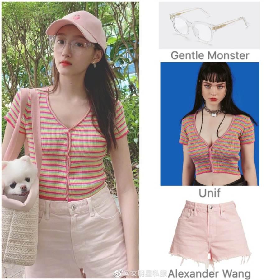 關曉彤身穿粉綠色開衫搭配粉色熱褲。(圖/翻攝自微博@女明星私服)
